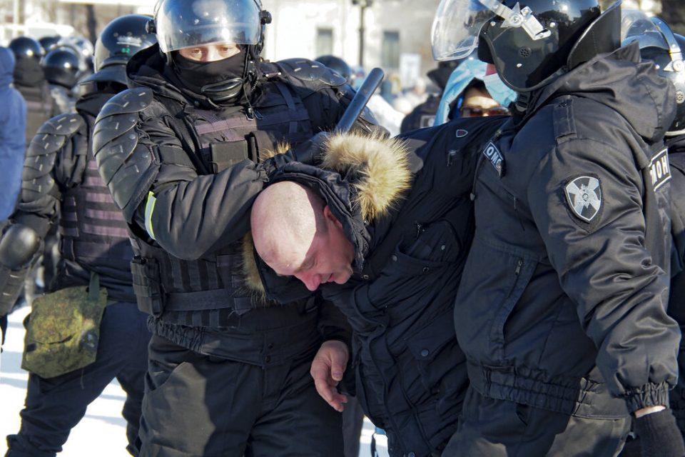 Rusia detiene a manifestantes que piden liberar a Navalny