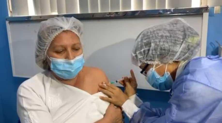 Lara inició la vacunación contra la Covid-19: Enfermera, Dilmar Torres recibió la primera dosis