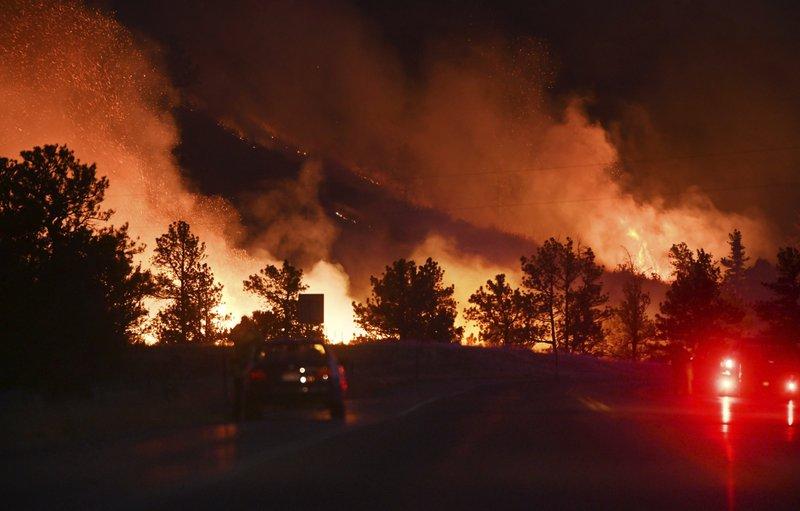 Al menos 500 evacuados por incendio en suroeste de España