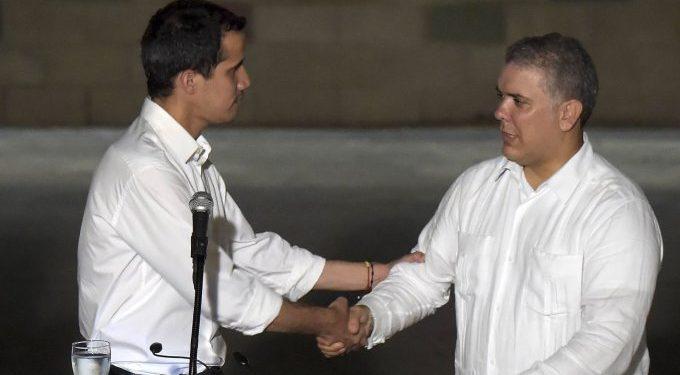 Guaidó sostuvo reunión telefónica con Duque y agradeció nuevo beneficio para migrantes venezolanos