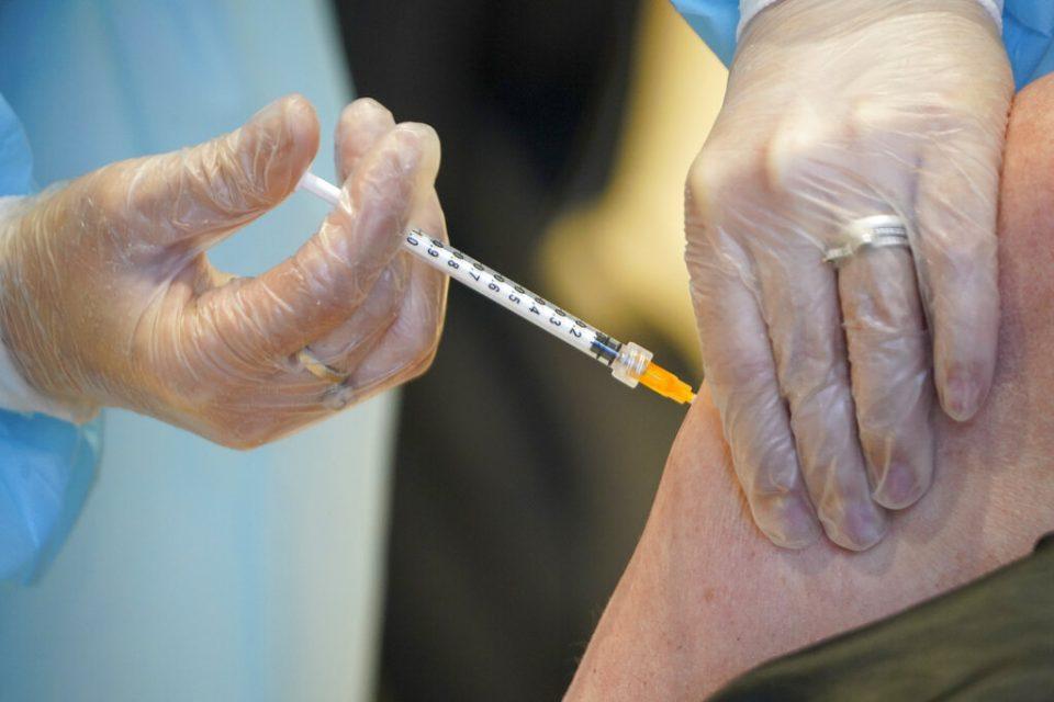 """Acfiman: 700 mil vacunas """"no es suficiente"""" para un programa masivo de inoculación"""