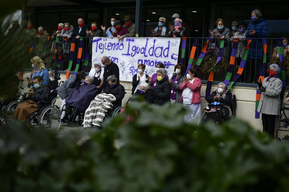 Con pequeñas protestas conmemoran el Día de la Mujer en España