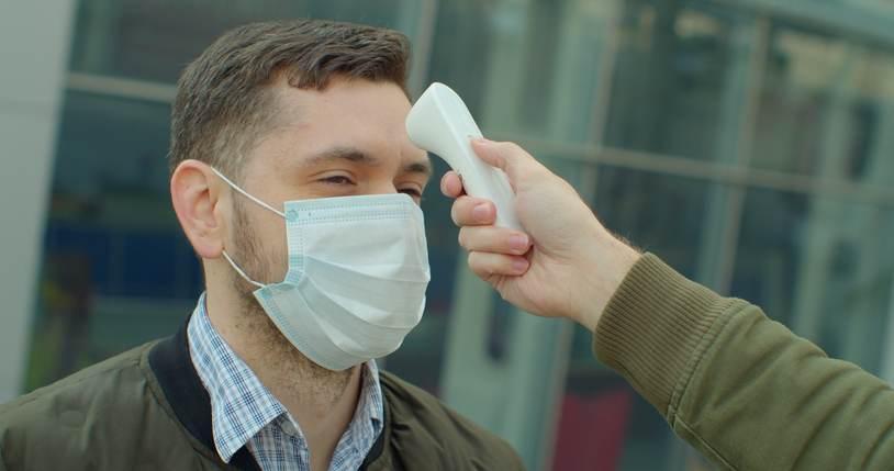 Infectólogo: pocos laboratorios pueden hacer la prueba para detectar nueva variante de Covid-19