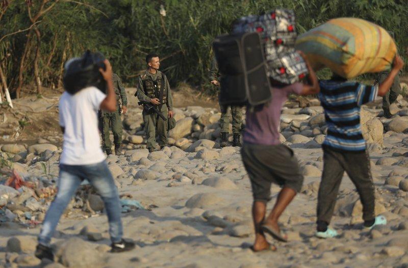 """Colombia activará """"Centro de Atención Transitoria a Migrantes"""" por enfrentamientos en Apure"""