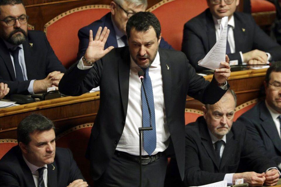 Ordenan juicio a exministro italiano por caso de migrantes