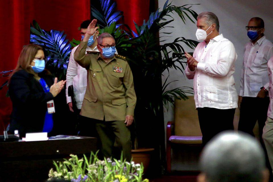 Díaz-Canel sucede a Castro al frente del Partido Comunista