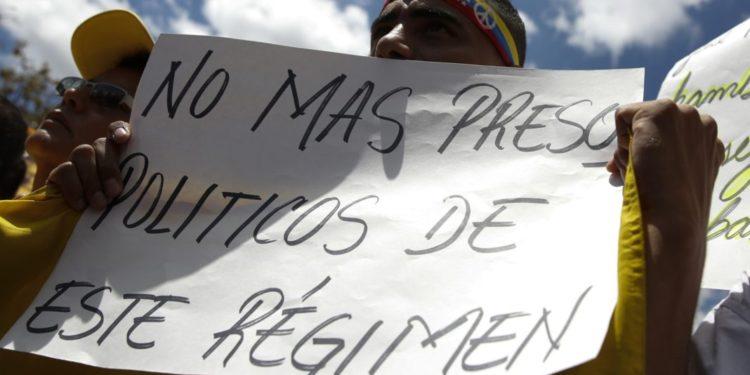 Foro Penal aseguró que permanecen 323 presos políticos
