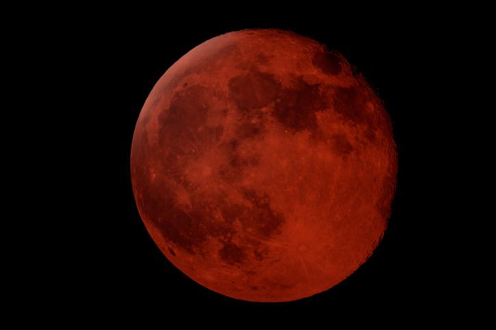 Eclipse total de Luna se combina con superluna esta semana