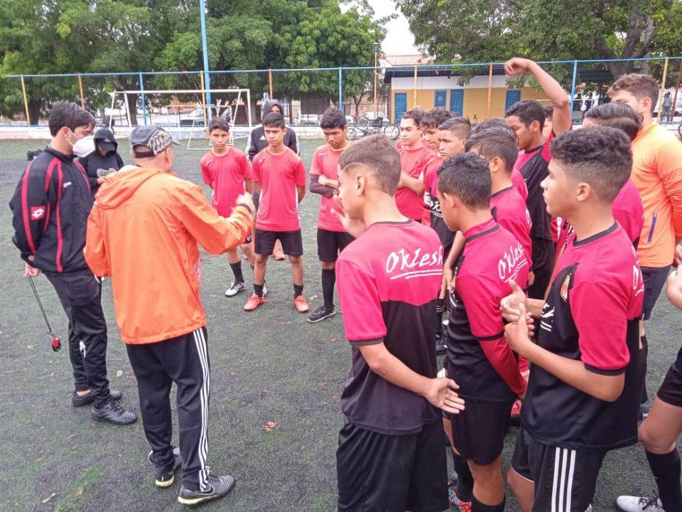 Entrenador de fútbol Esta.jpg