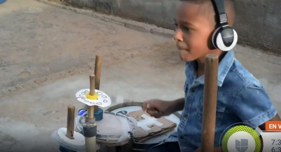 Venezuela | Niño zuliano hace música con materiales reciclables