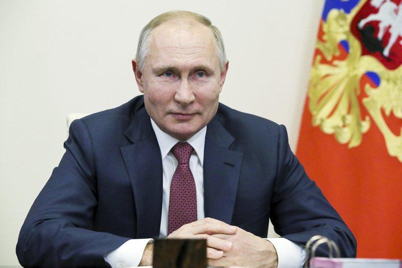 """Senado de Rusia prohíbe a la oposición """"extremista"""" presentarse a elecciones"""
