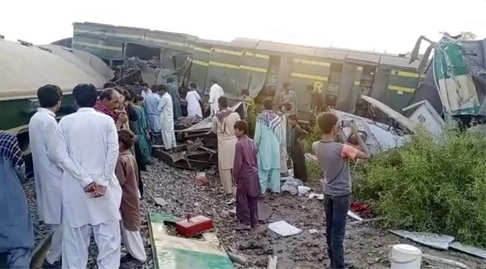 Choque de trenes en Pakistán dejó al menos 38 muertos