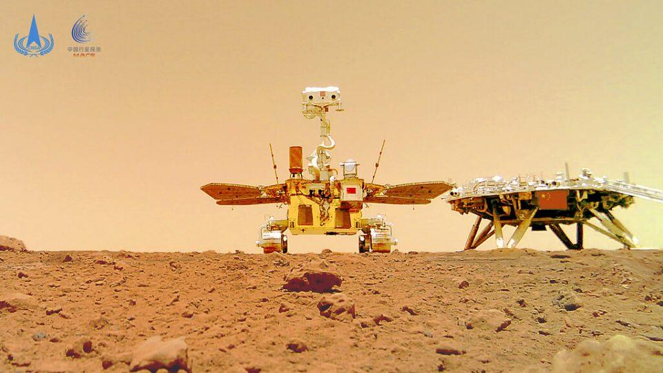 Fotos muestran explorador chino en la superficie de Marte