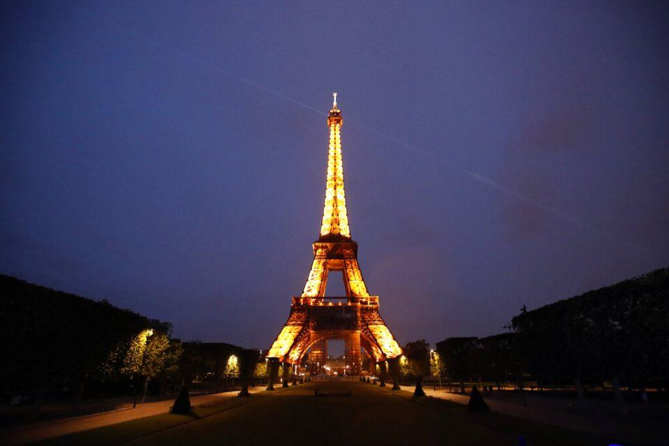 Francia abre sus puertas a turistas vacunados de algunos países