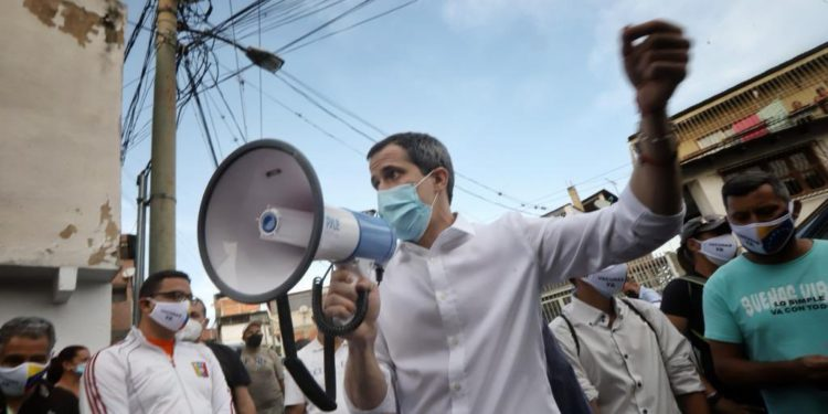 Guaidó recorrió Baruta para dar información sobre el Acuerdo de Salvación Nacional