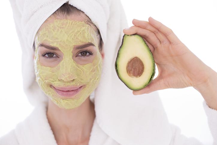 Mascarilla de aguacate y avena para un rostro saludable
