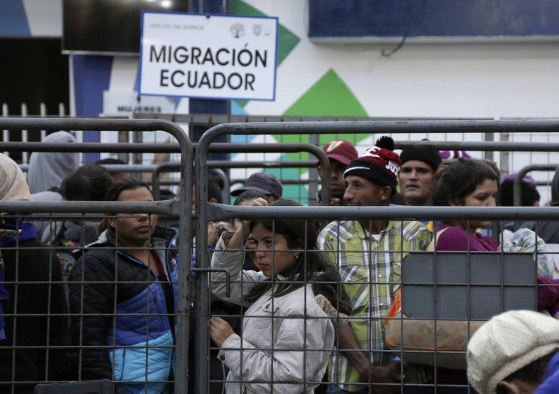Ecuador busca mecanismos para vacunar a migrantes venezolanos
