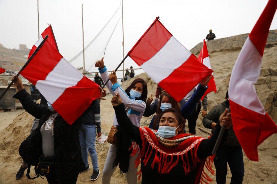 Pedro Castillo lidera las elecciones presidenciales con 100% de las actas procesadas en Perú