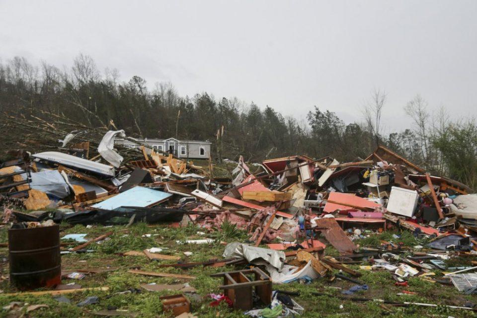 Tornado con ráfagas de 225 km/h azota suburbio de Chicago