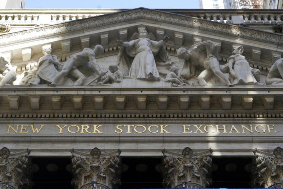 Wall Street baja, igual que los precios del crudo