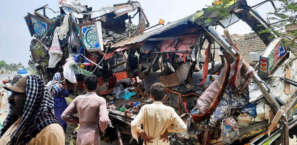 Al menos 33 muertos y 40 heridos en accidente de tránsito en Pakistán