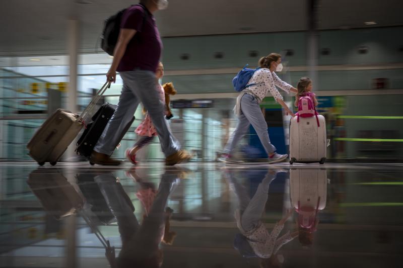 España impone cuarentena de 10 días para viajeros de Argentina, Colombia y Bolivia