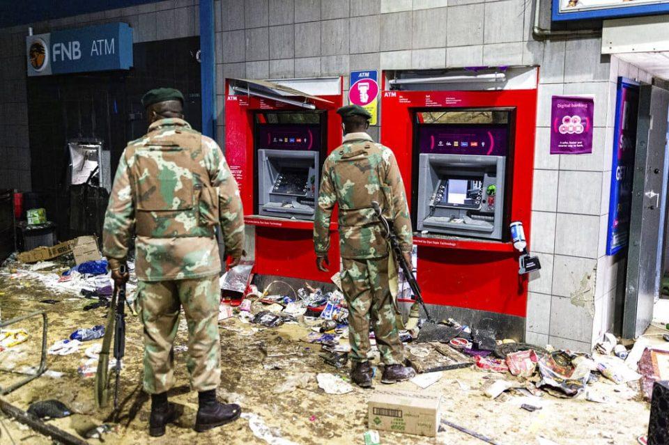 Muertes por disturbios en Sudáfrica ascendieron a 32