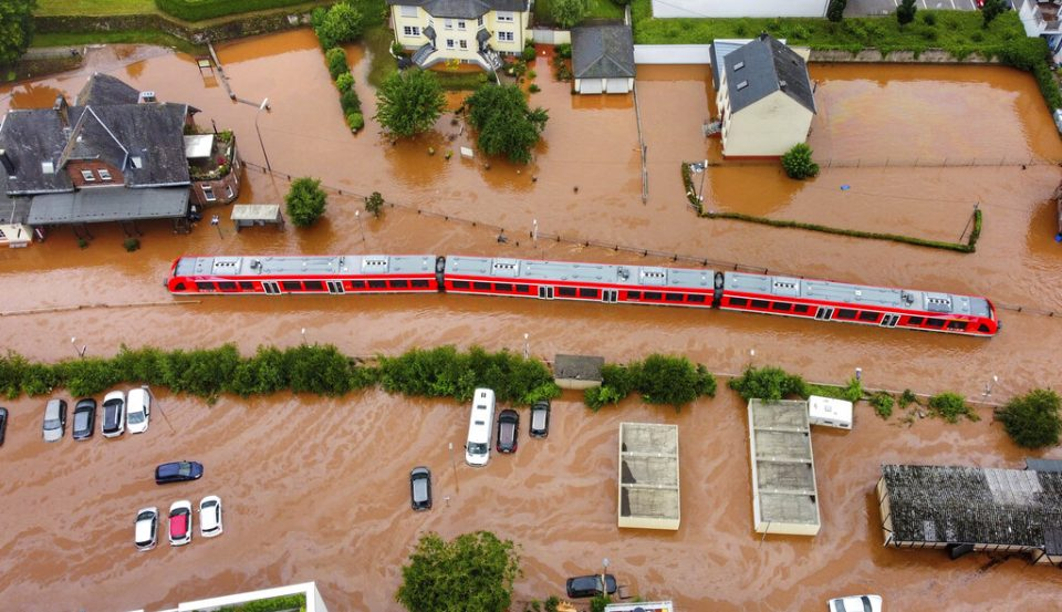Muertes por inundaciones en Alemania y Bélgica ascendieron a 90