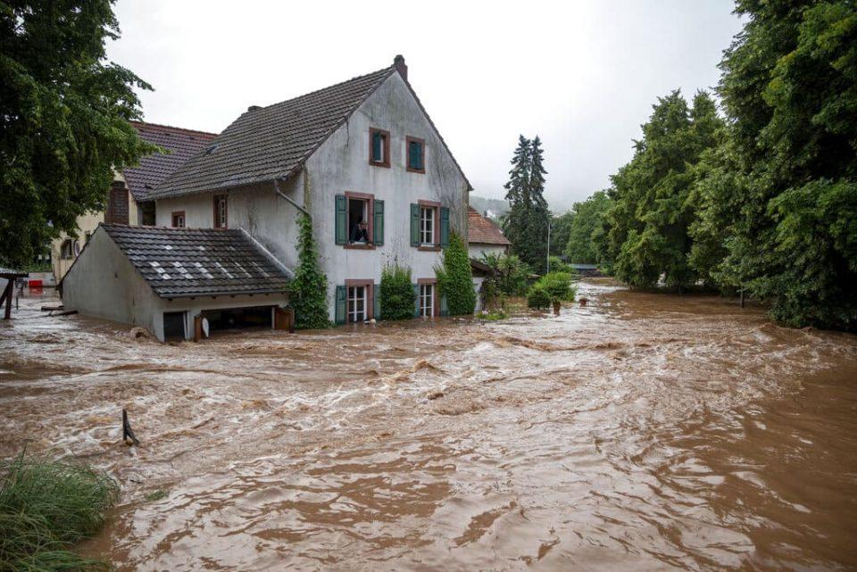 Muertes por inundaciones al oeste de Alemania ascendió a 161