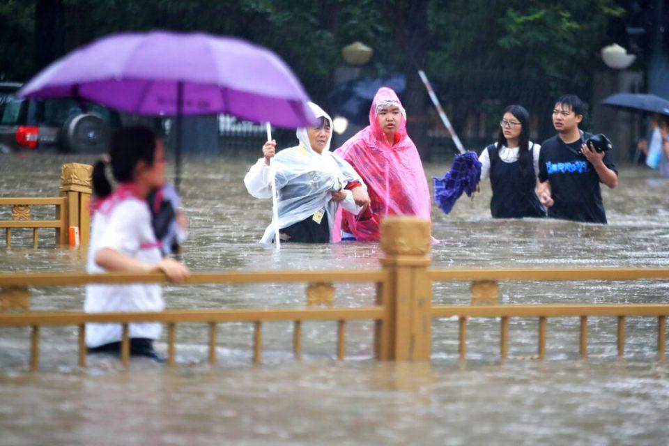 Muertes por inundaciones en China ascendieron a 25