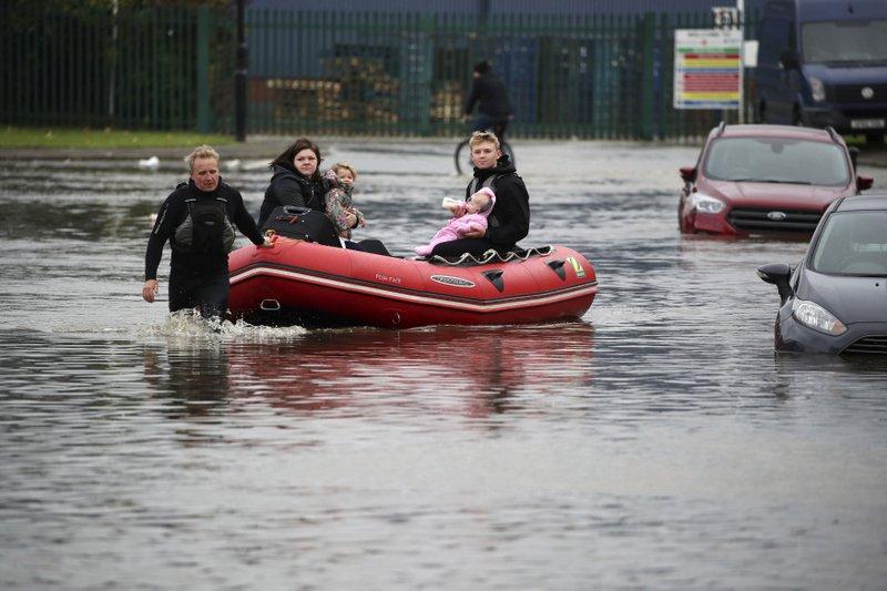 Inglaterra: fuertes lluvias inundaron la calles del sur de Londres