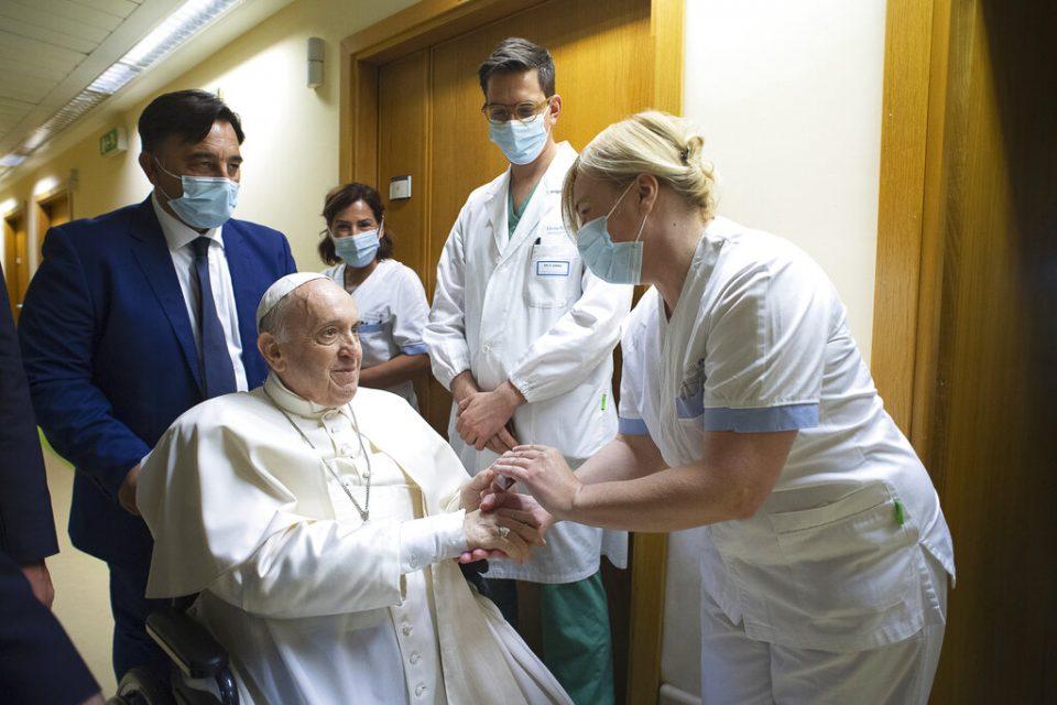 El Papa continúa con su tratamiento y rehabilitación para volver pronto al Vaticano