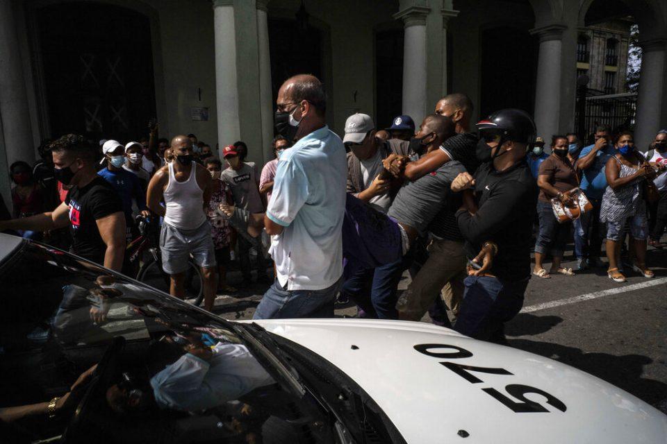 Eurodiputados piden dialogar con Cuba