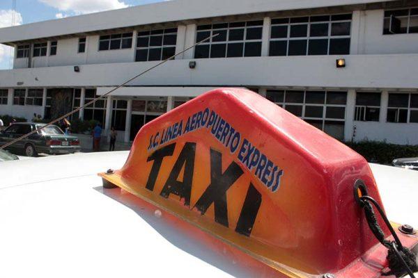 La imagen tiene un atributo ALT vacío; su nombre de archivo es 10-02-20-lineas-de-taxi-en-el-aeropuerto-jose-daniel-sosa-2-600x400-1.jpg