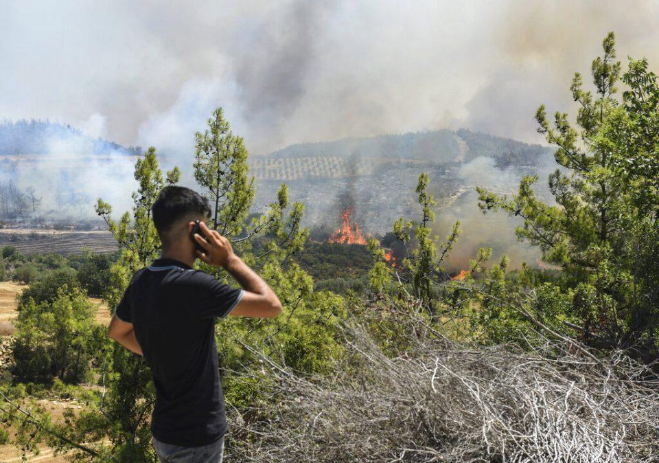 Incendios en Turquía continúan y se acercan a nuevos distritos