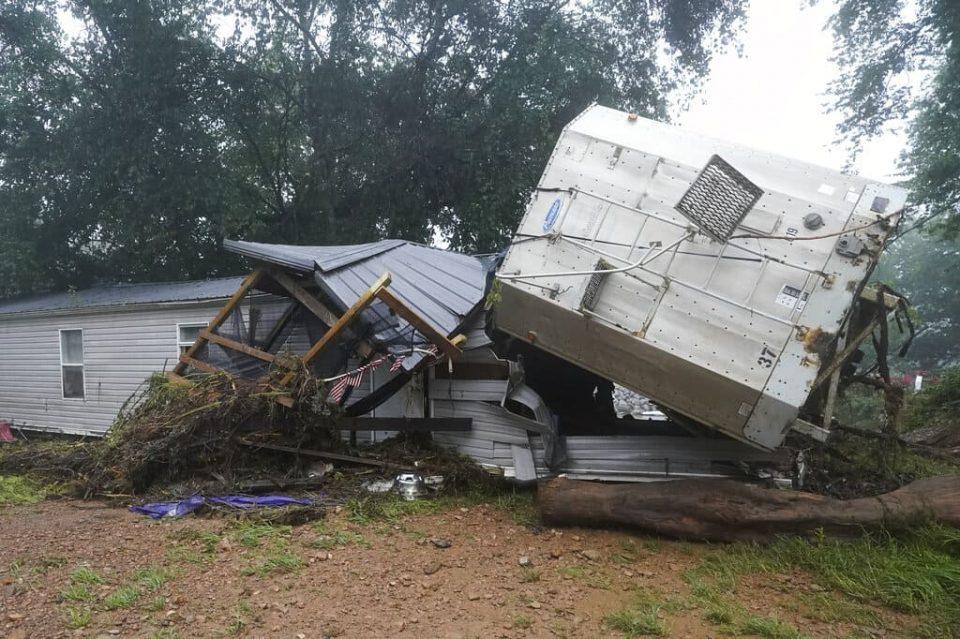 """Declaran """"desastre mayor"""" en Tennessee tras inundaciones que dejaron al menos 21 muertos"""