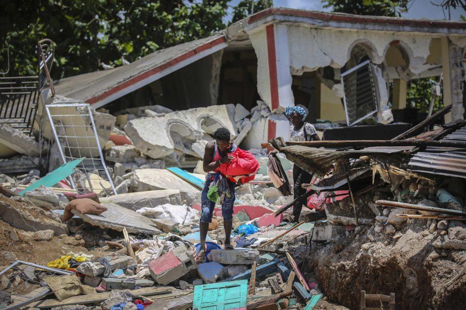 Cifra de muertes por sismo en Haití aumentó a 2.207
