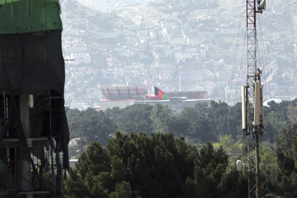 Siete muertos en caos en aeropuerto de Kabul