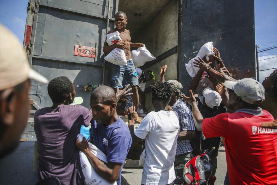 Países latinoamericanos envían toneladas de ayuda a Haití