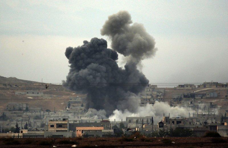 Explosión en Siria deja decenas de milicianos muertos y heridos