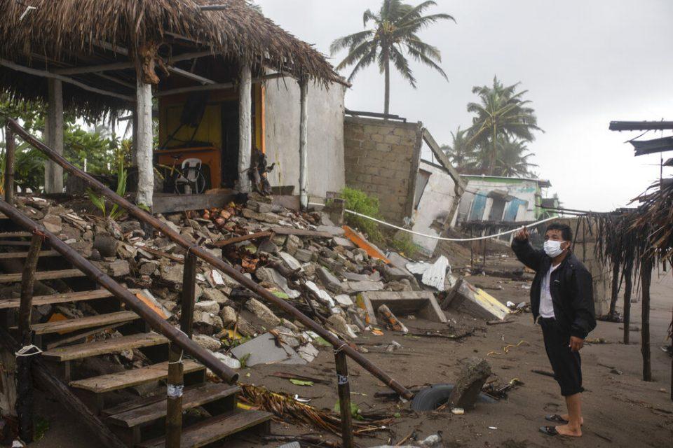 Grace baja a tormenta tropical y deja ocho fallecidos en México