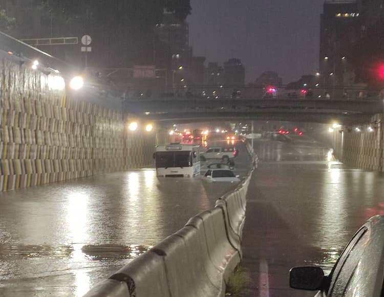 Fuertes lluvias inundaron varias zonas de Caracas