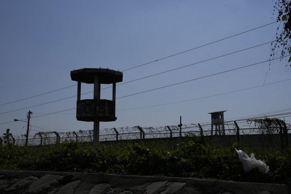 Guerra entre carteles internacionales: con drones, atacaron una cárcel en Ecuador