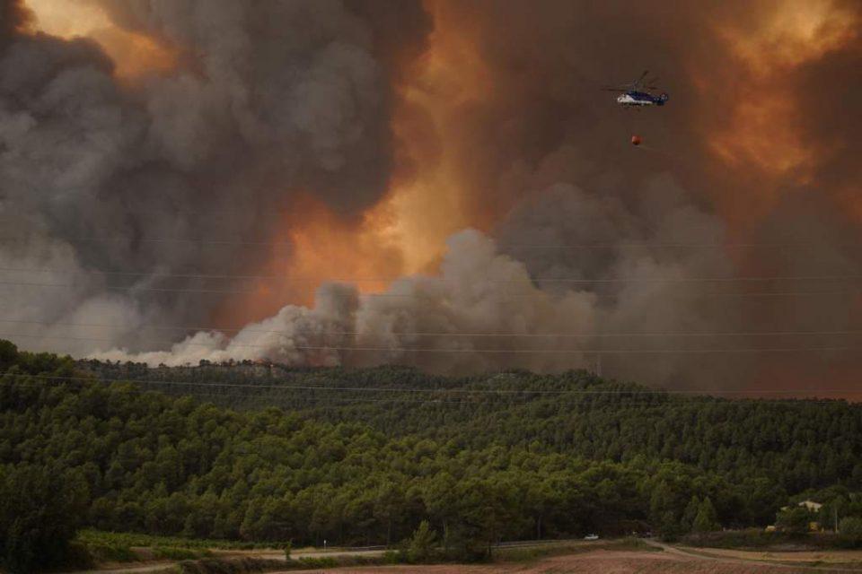 Dos incendios arrasan casi mil hectáreas de bosque en Galicia