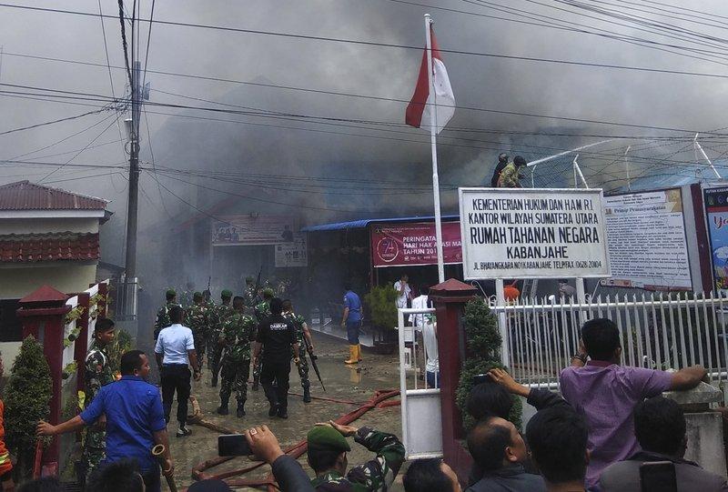 Muertos por incendio en cárcel de Indonesia ascendió a 44