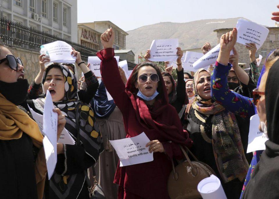 Afganos vuelven a protestar en defensa de sus derechos